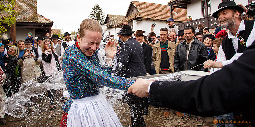 Easter in Hollókő - watering of girls (Śmigus-Dyngus)